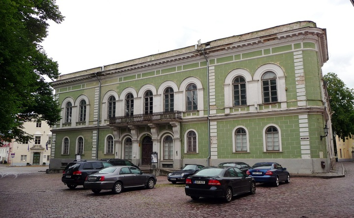 Main building. Wikipedia